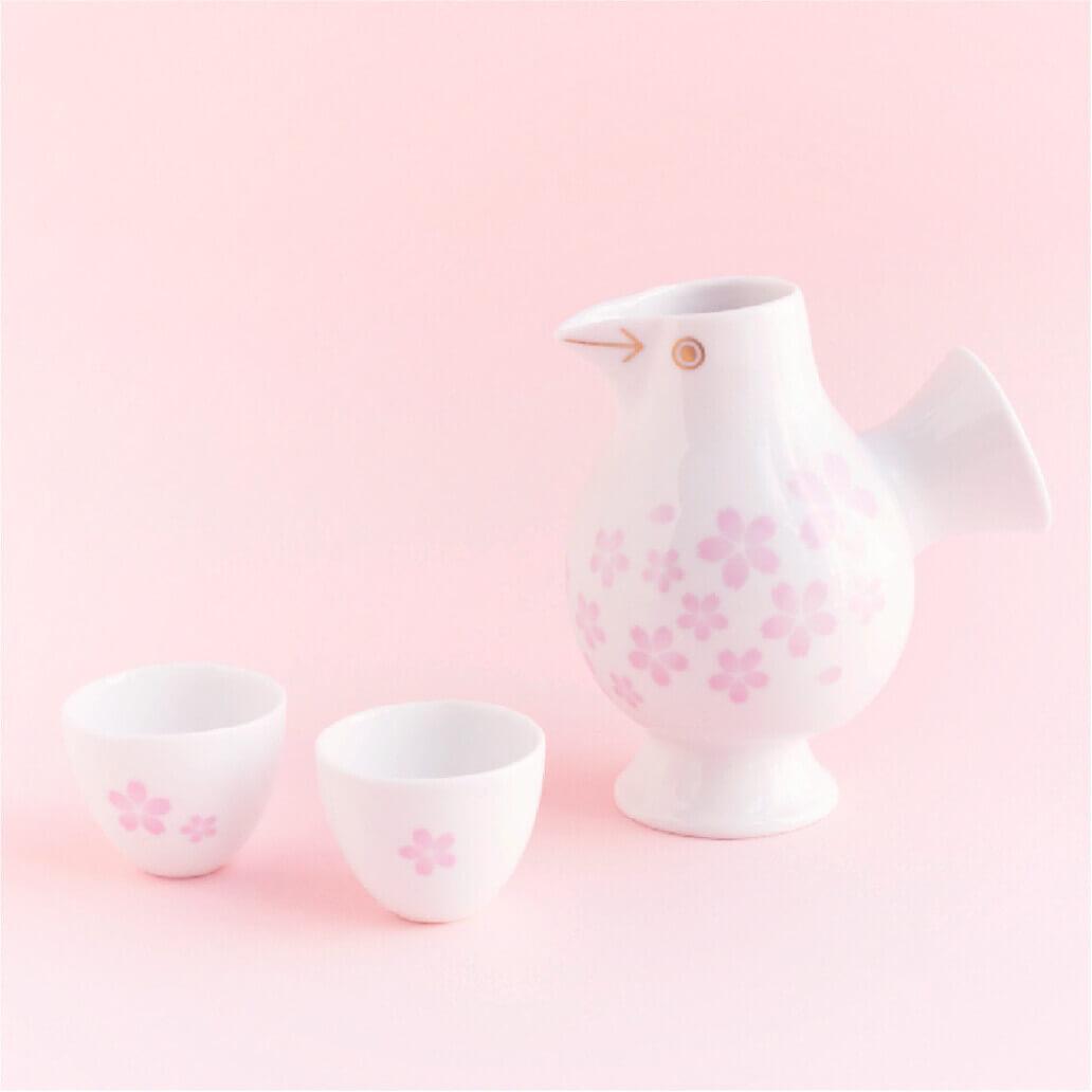 桜をモチーフにしたデザインの徳利とお猪口セット「おさけとり さくら」 by リサ・ラーソン
