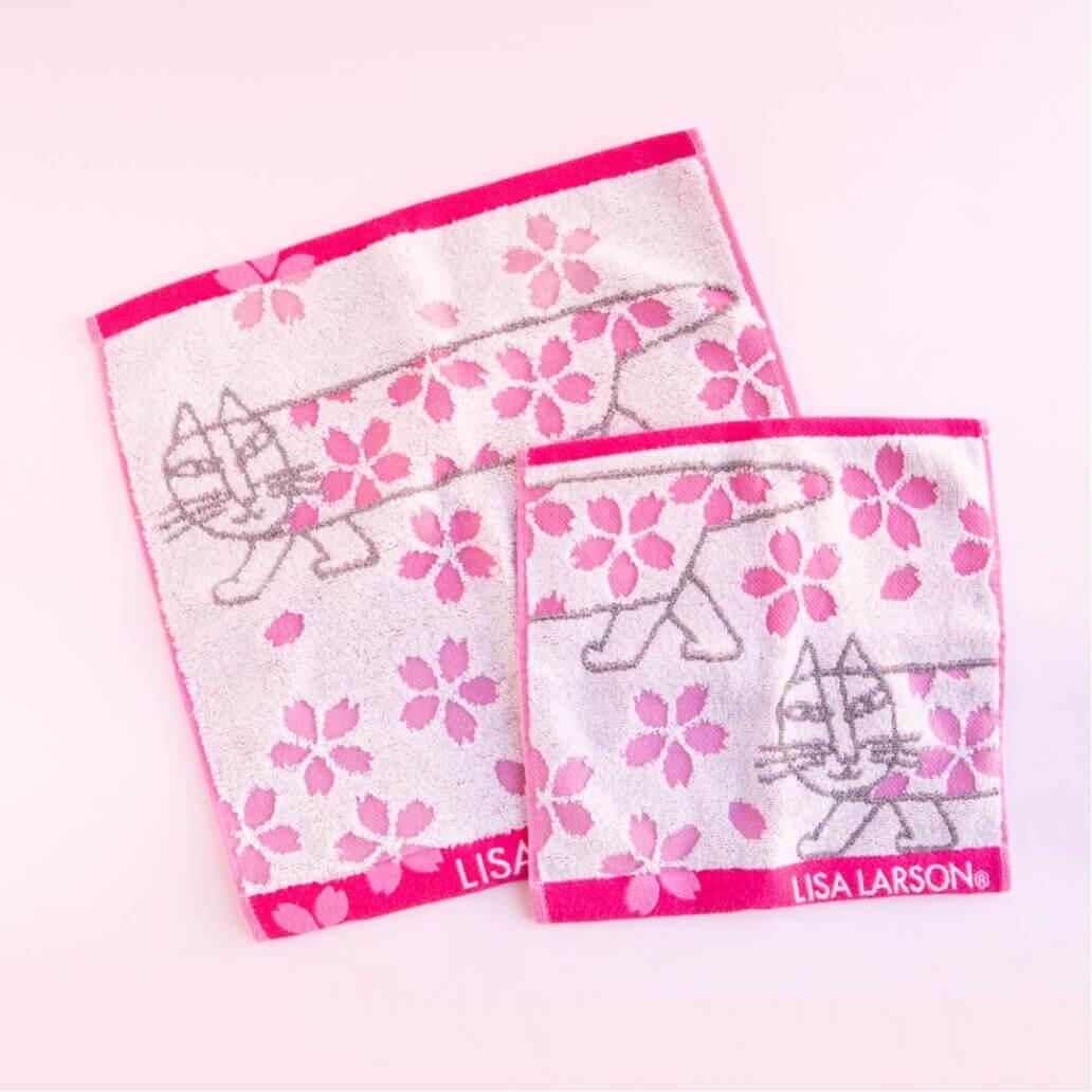 猫のマイキーと桜をモチーフにしたデザインの波佐見焼で作られた「タオル」 by リサ・ラーソン