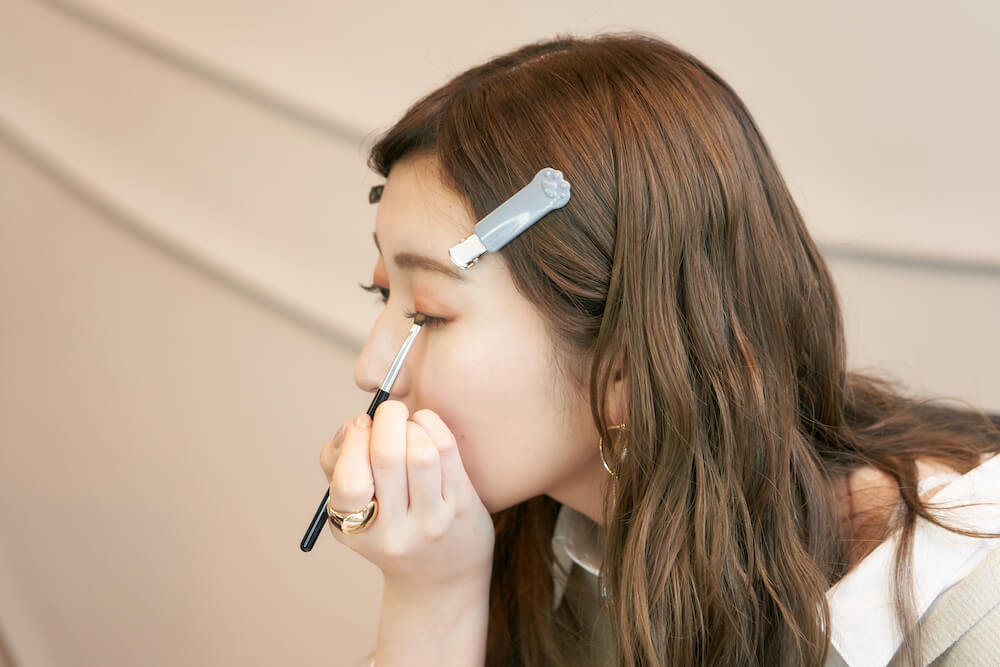 吉田朱里による前髪クリップ使用イメージ by Nyarming(ニャーミング)/貝印