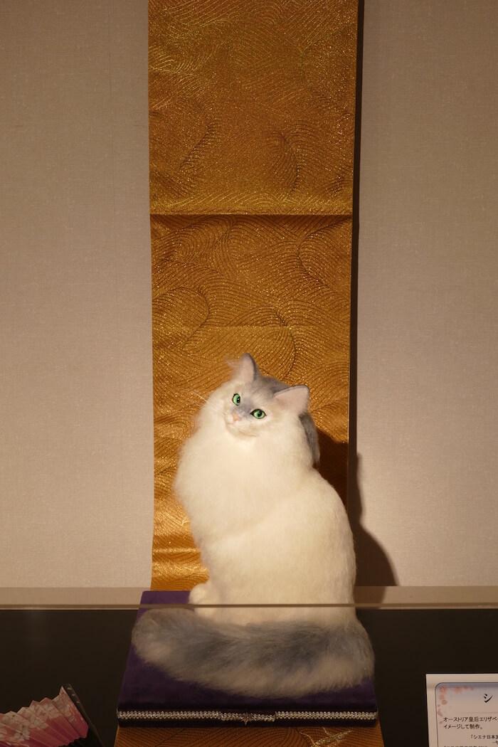 エリザベート皇后をイメージして羊毛フェルトで作った猫「シシィ」の作品イメージ by 熊木早苗