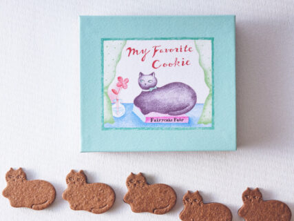 香箱座りの猫がかわいいニャ!坂本美雨さんらが考案したチョコミントサンドクッキーが商品化