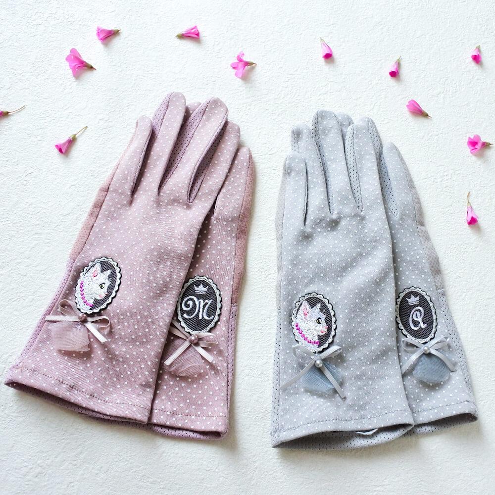 「白猫の貴婦人の手袋」ピンク&グレー by コイトネコ