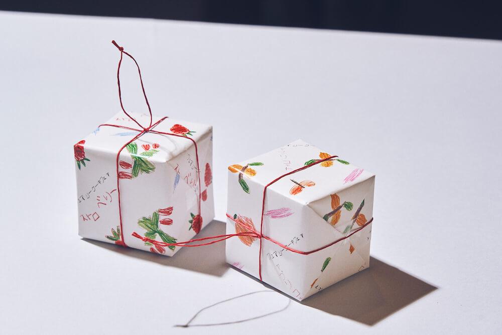 2種類のジャム「ギュッとストロベリー」「ドリーミーアプリコット」の商品パッケージ by フェアリーケーキフェア