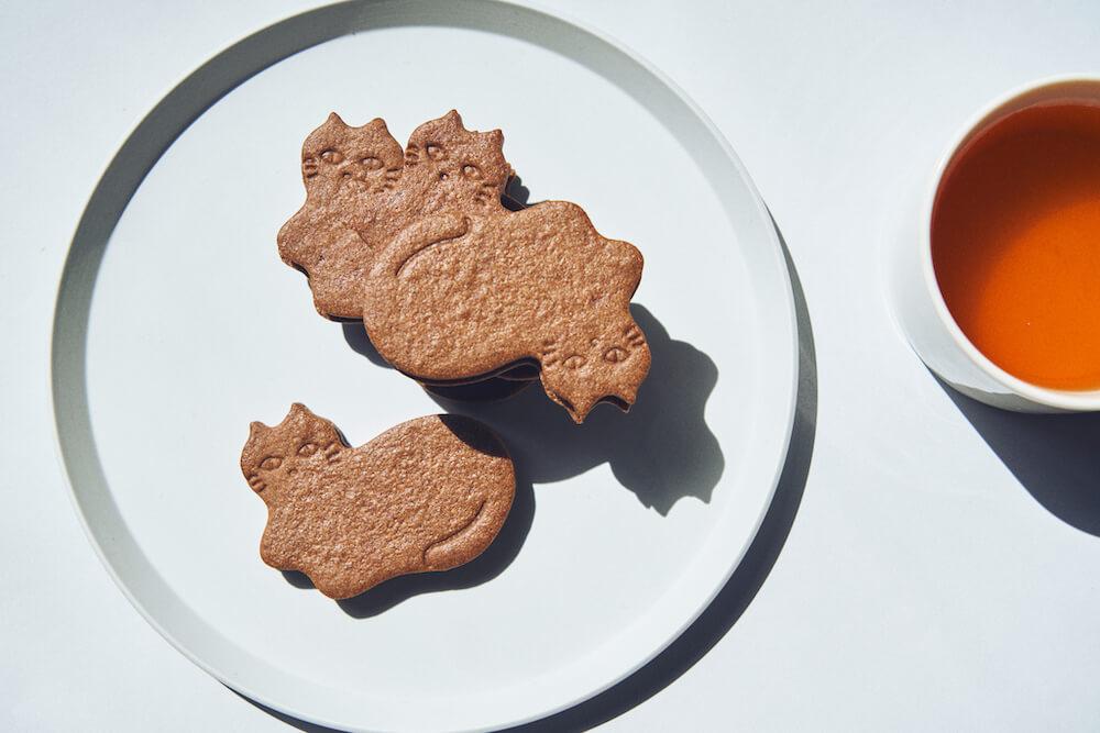 坂本美雨&前田ひさえとコラボした猫型のチョコミントサンドクッキー by フェアリーケーキフェア