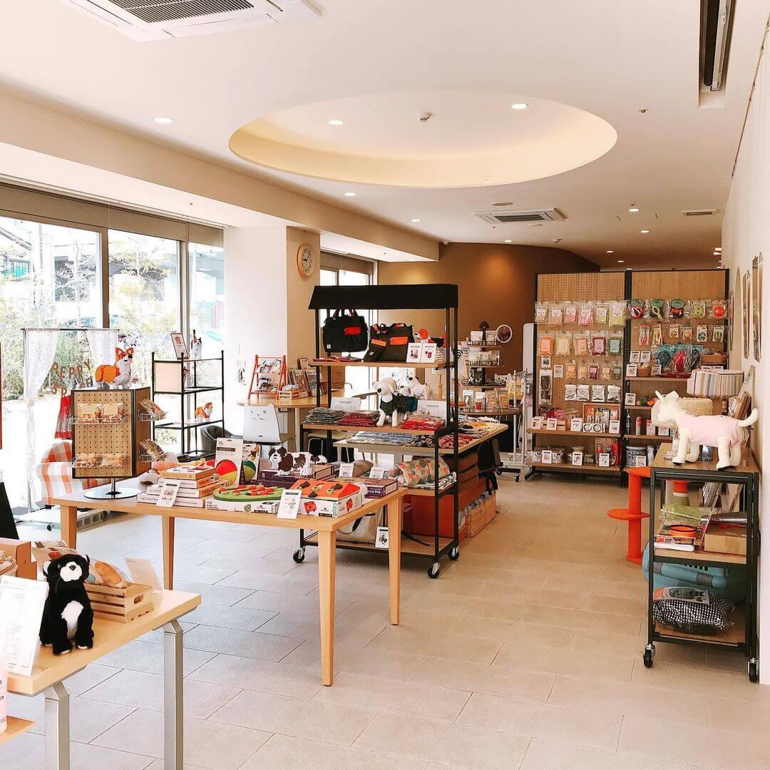 ペット用品通販サイトPEPPY(ペピイ)のリアル店舗「PEPPY SPACE(ペピイスペース)」の店内イメージ