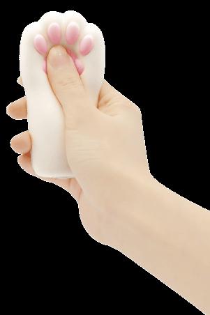 猫の手型のスクイーズ「ぷにぷに肉球にゃんこハンドスクイーズ」を手で握ったイメージ