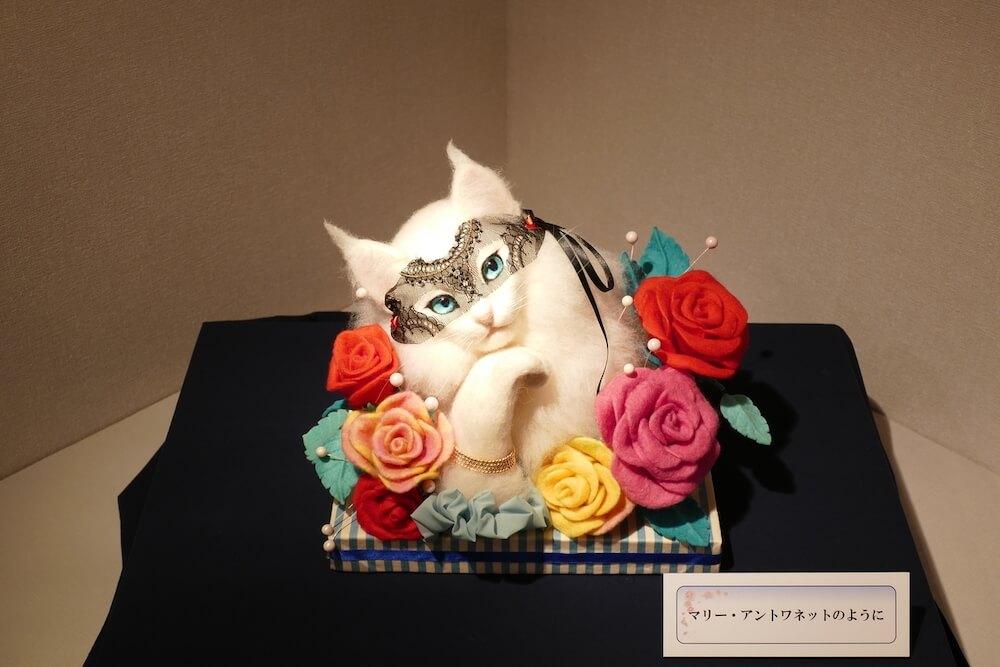 羊毛フェルトで作った猫「マリー・アントワネットのように」の作品イメージ by 熊木早苗