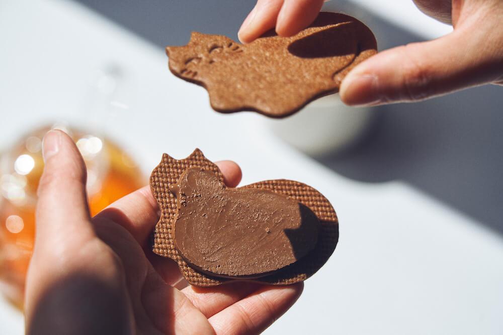 猫型のカカオクッキーにチョコミントをサンド by フェアリーケーキフェア