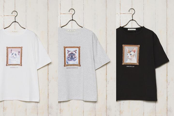 猫の絵画のようなイラストがデザインされたTシャツ カラーバリエーション by Bleu Bleuet(ブルーブルーエ)