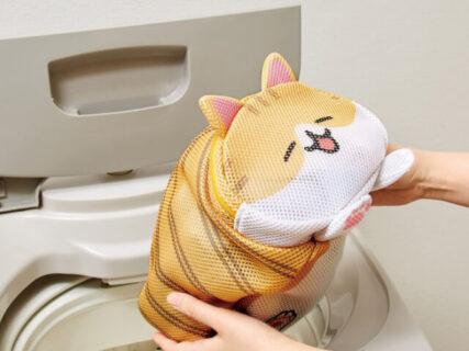 衣類を中に詰めると…ふっくら猫に変身!洗濯ネットや仕分けポーチとして使える猫グッズ「香箱座り猫のお洗濯ポーチ」が登場