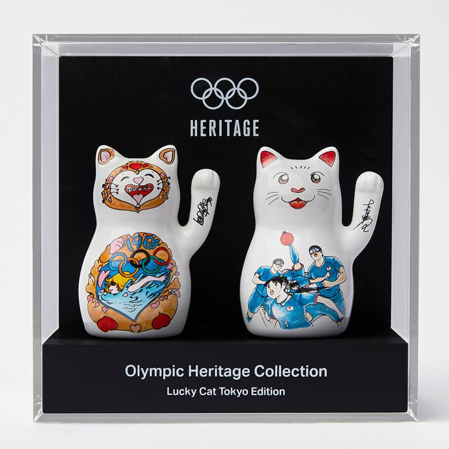 漫画家・松本零士&高橋陽デザインの招き猫「ラッキーキャット東京エディション」をケースに入れて飾ったイメージ