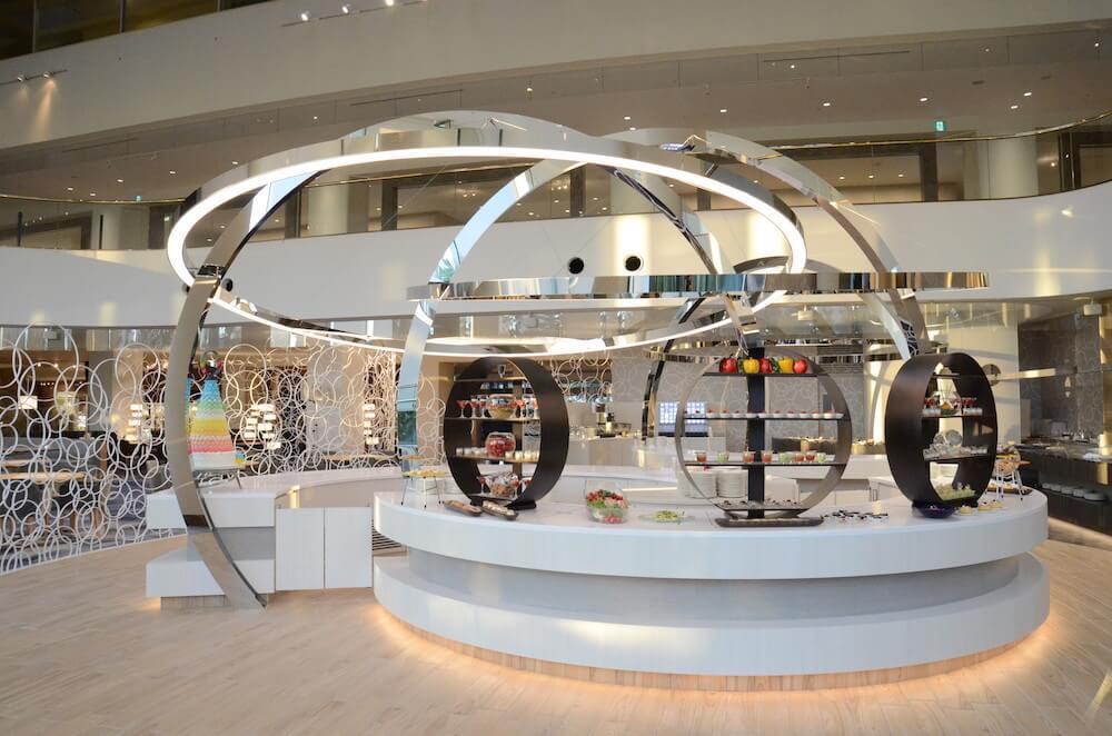 ヒルトン東京ベイの1階にあるラウンジ「lounge O(ラウンジ・オー)」店内イメージ