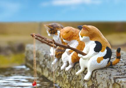 糸を垂らして釣りをする猫のカプセルフィギュア by 釣り日和~猫たちのひまつぶし~