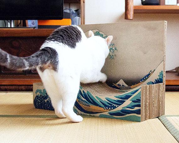 葛飾北斎の浮世絵「冨嶽三十六景 神奈川沖浪裏」をモチーフにした爪とぎ