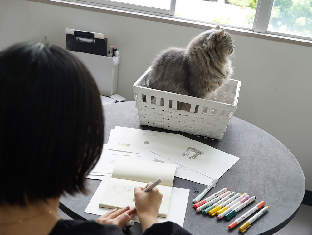 LINEスタンプにするためグレー猫をイラスト化する様子 in 結婚指輪&婚約指輪のお店「renri(レンリ)」