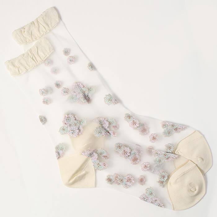 花柄の靴下「クリザンテーム柄 シアーソックス」 by PAUL & JOE ACCESSOIRES