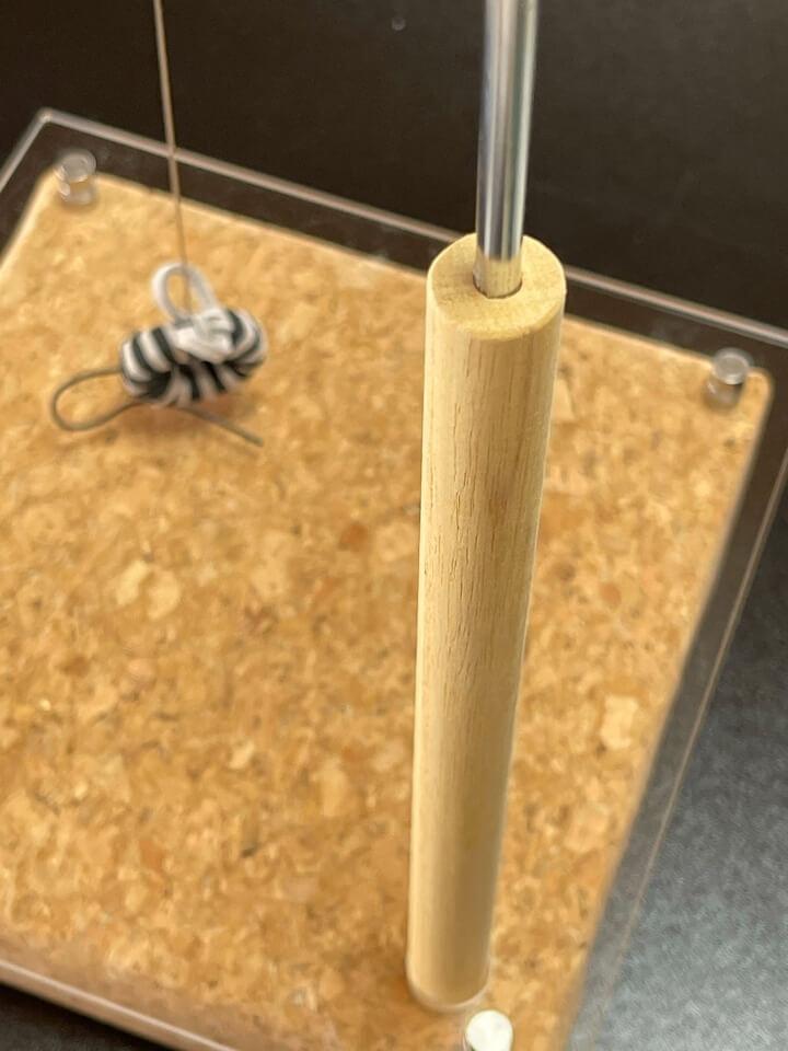 磁石の力で動く猫用おもちゃ「マグネッコ」のデザイン