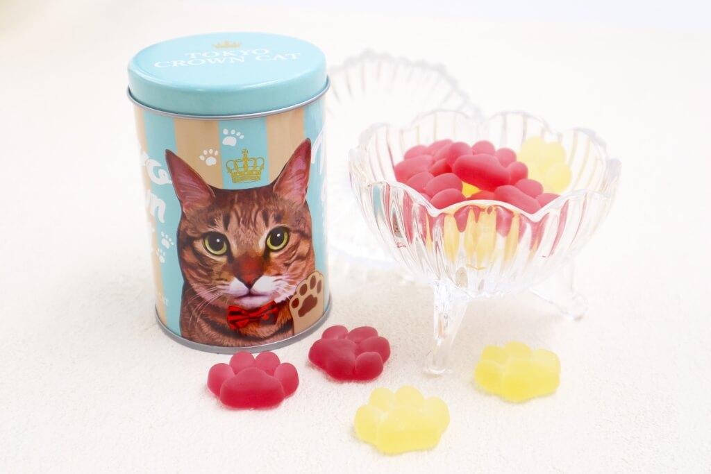 表面に猫がデザインされている「にくきゅうグミ」の缶パッケージデザイン by TOKYO CROWN CAT