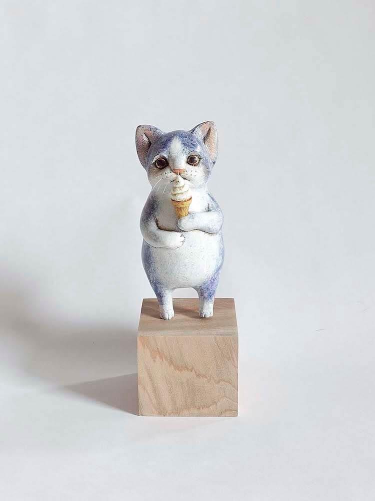 猫の立体作品名「あまいもの」、作者:植野のぞみ