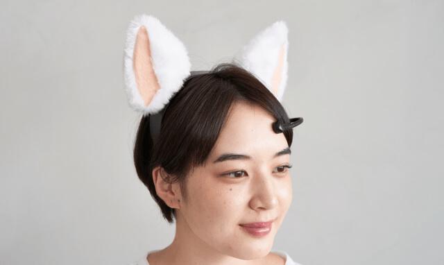 人間の気持ちを猫耳の動きで表現するカチューシャ「necomimi(ネコミミ)」装着イメージ