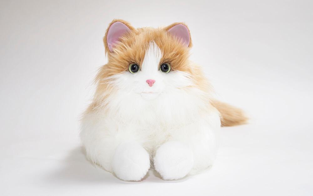 猫型ペットロボット「しっぽふりふり あまえんぼうねこちゃん」ミックスブラウンカラーの腹ばいポーズ
