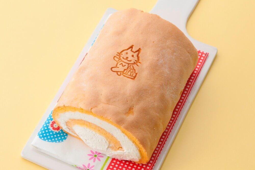 猫のイラスト入りロールケーキ「にゃっぽりロール」 by パティスリーアンドゥ