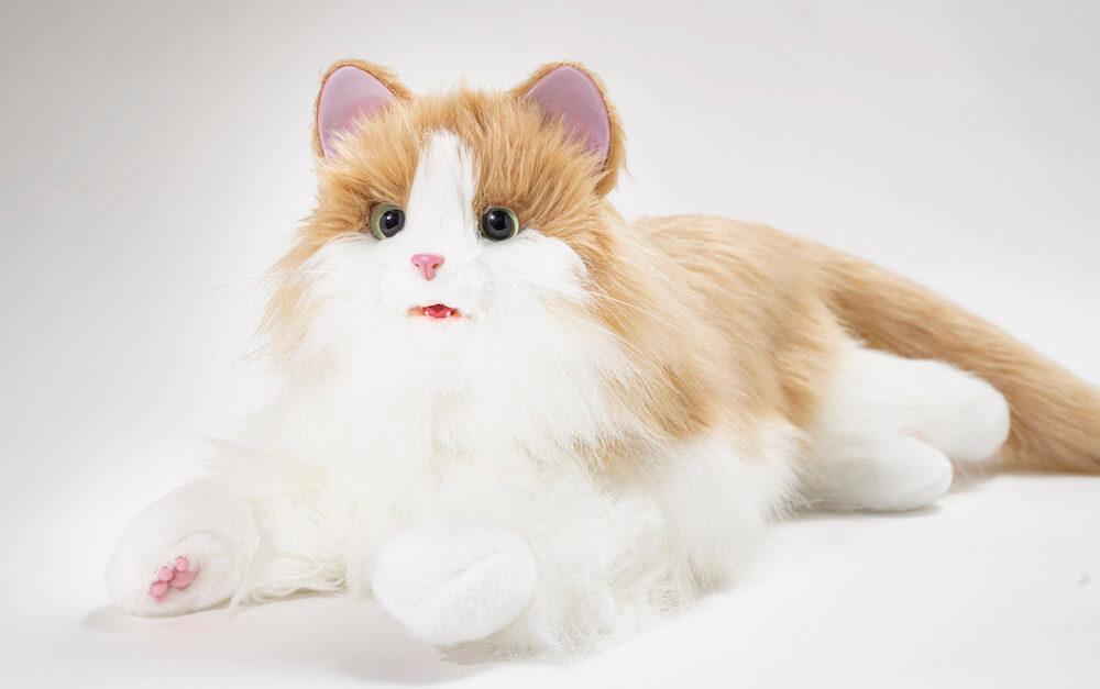 リアルな肉球が付いた猫型ペットロボット「しっぽふりふり あまえんぼうねこちゃん」ミックスブラウンカラー