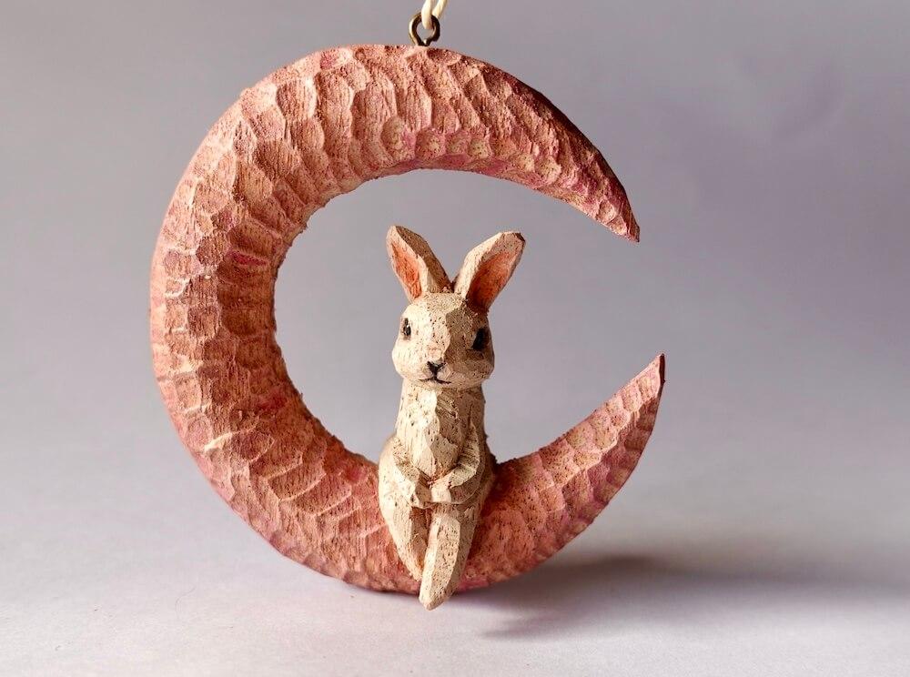 木彫りのウサギ by はしもとみお