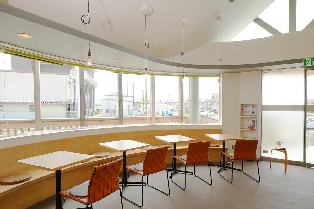 保護猫カフェを併設した猫雑貨店「ネコリパランド」のカフェスペース