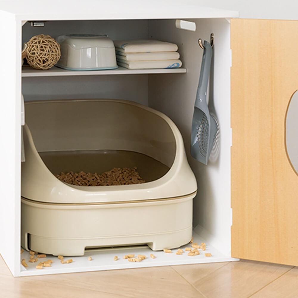 ネコのトイレ収納カバーにトイレ用品を収納した様子 by ディノス