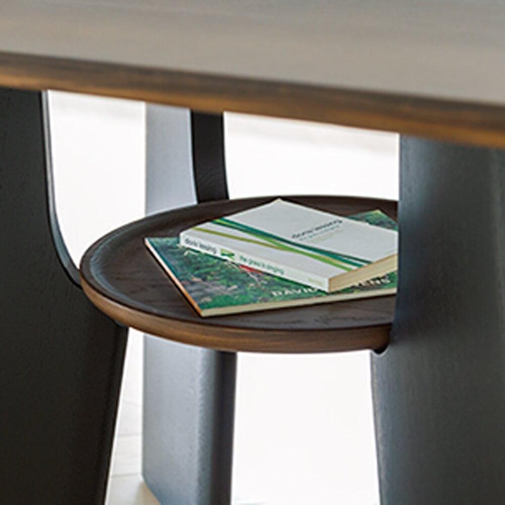 天板の下に猫の休憩スペースになる棚が付いているダイニングテーブル by ディノス
