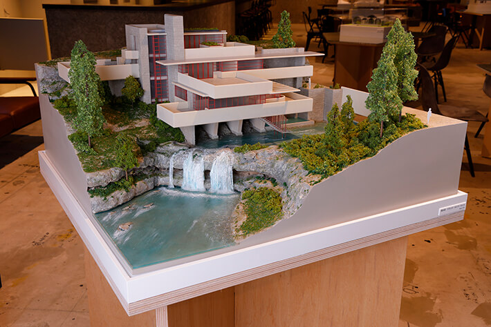 フランク・ロイド・ライトが設計した「落水荘」の建築模型 by 林洋平