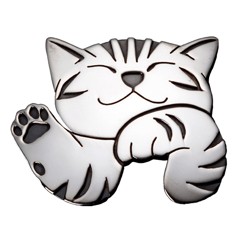 猫をモチーフにしたピンブローチ「ハロー」 by 江口タツオ