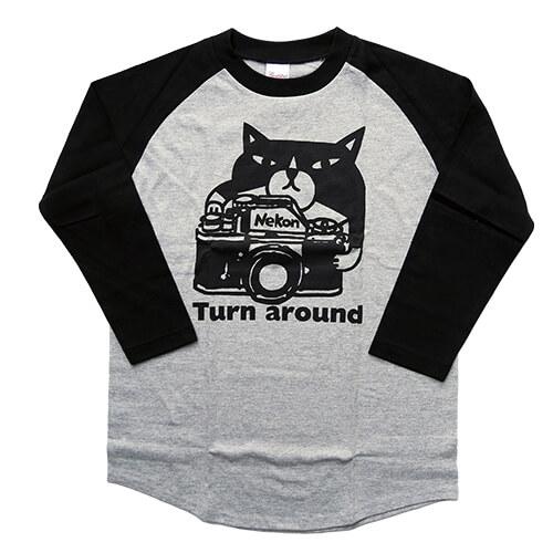 猫をモチーフにした七分袖ラグランTシャツ・猫とカメラ by 鉄男