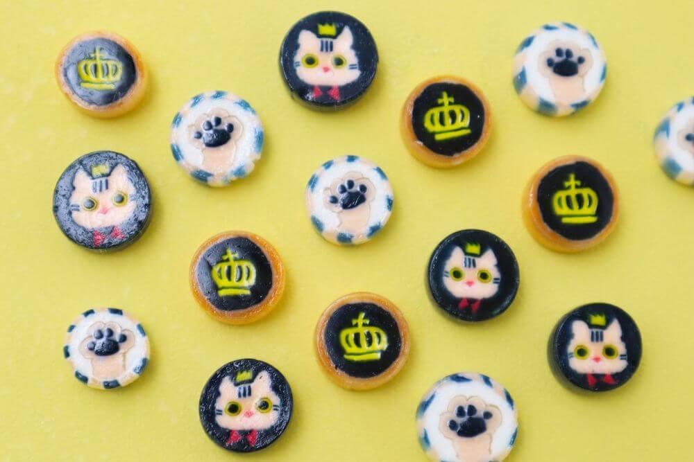 猫や肉球がデザインされた組み飴 by TOKYO CROWN CAT