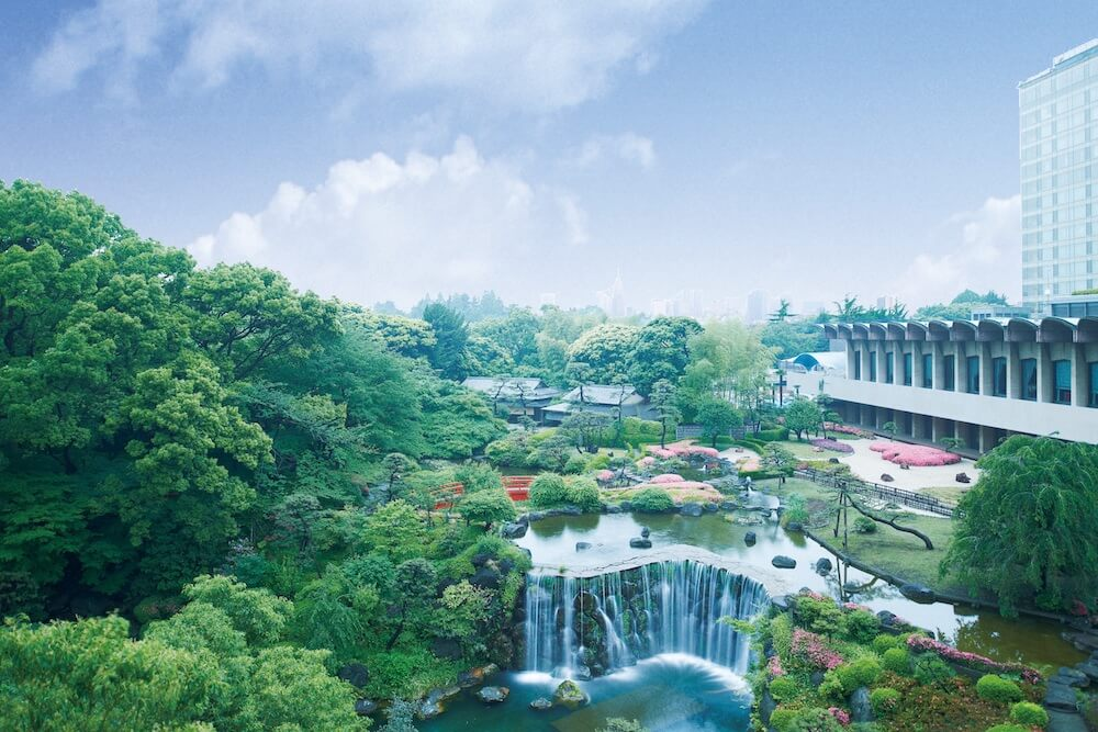 ホテルニューオータニの外観と日本庭園のイメージ