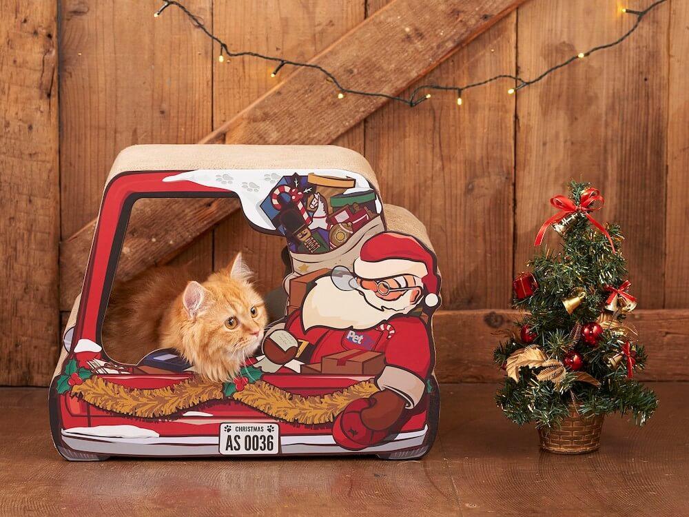 サンタクロースがデザインされた猫用の爪とぎ使用イメージ(裏面) by オーサムストア&オーサムペッツ