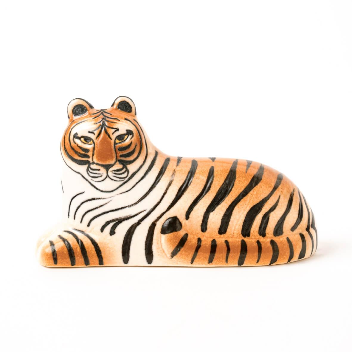 スウェーデン産の虎の置物 by リサ・ラーソン