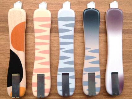 ネーミングも秀逸!両面ねこ柄デザインのカッターナイフ「ネコの手も借りたカッター」