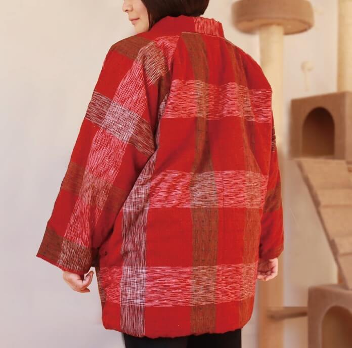 猫収納ポケット付きの半纏『ねん猫はんてん』の着用イメージ(背面)